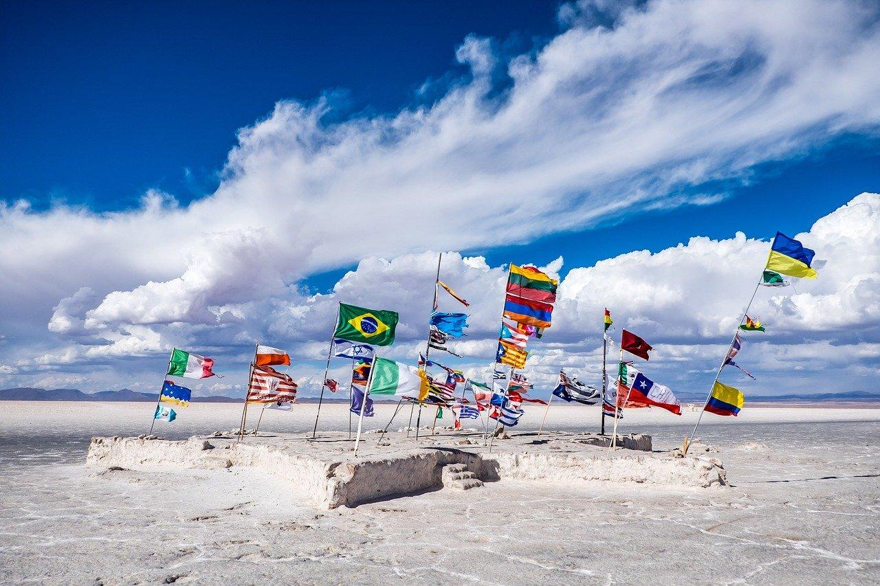 drapeaux sur la plage